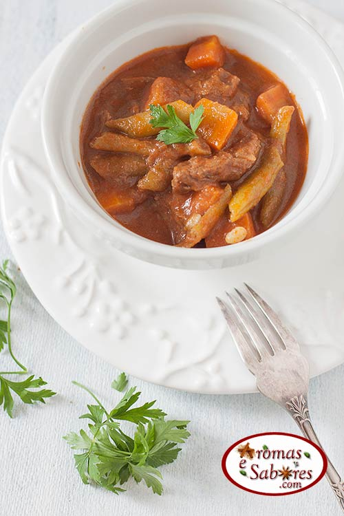 Carne picadinha com cenoura e vagem