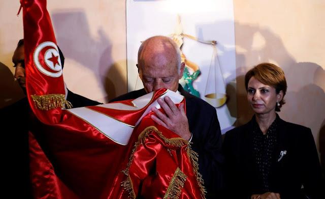 Le président-élu Kaïs Saïed et sa femme Ichraf Chebil, dimanche à Tunis après l'annonce des premiers sondages. Photo Zoubeir Souissi. Reuters