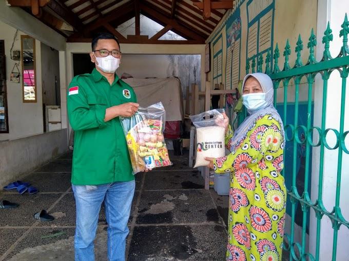 Bantu Pasien Isoman. PPP Depok Bagikan Ribuan Paket Sembako