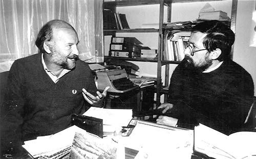 El escritor Eduardo Galeano en diálogo con Jorge Consuegra. Fotografía de Lope Medina para Revista Semana