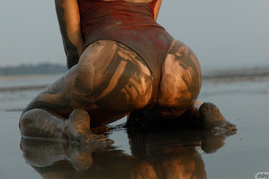 [Zishy] Sofia Orlova On Gryaznyy Beach re
