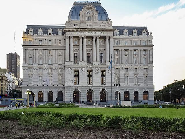 Frente del monumental Centro Cultural de Buenos Aires