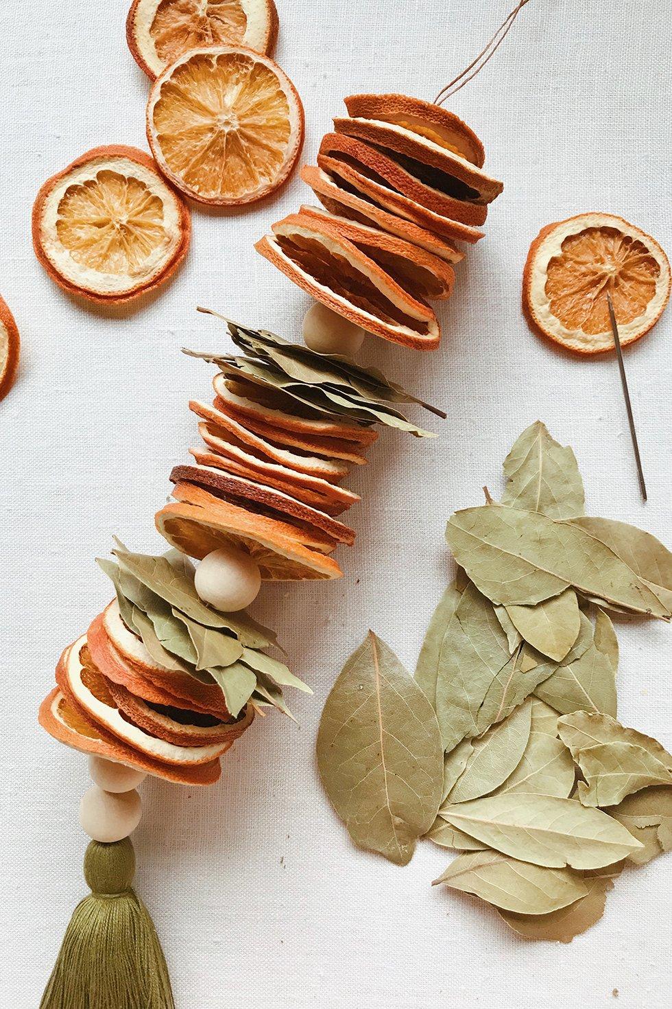 paso a paso para hacer una guirnalda natural con frutas secas