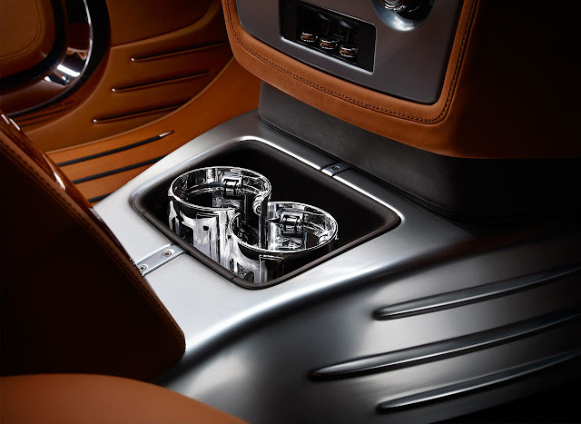 Rolls-Royce presented Phantom Coupé Aviator detail