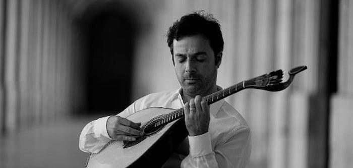 O trabalho musical de Luís Coelho, com composições originais da sua autoria, assenta em sons da guitarra portuguesa, guitarra clássica, contrabaixo e harpa, apresentando uma paisagem sonora inspirada na música tradicional portuguesa e na música erudita, procurando um equilíbrio na sua fronteira.