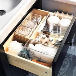 Ikea - plastične posode za shranjevanje v kopalnici