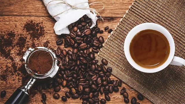 Văn hóa cà phê Ý là một điều thú vị và rất đáng để khám phá. Và nếu bạn yêu thích và vẫn thường thưởng thức một ly Cappuccino, Latte hay Espresso, chắc hẳn bạn sẽ muốn biết thêm nhiều điều về cách uống cà phê tại quốc gia Nam Âu này.