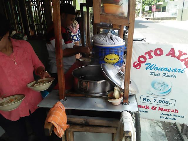 Soto Ayam Wonosari - Pak Kadir | Kriuk tempe membuat ketagihan.