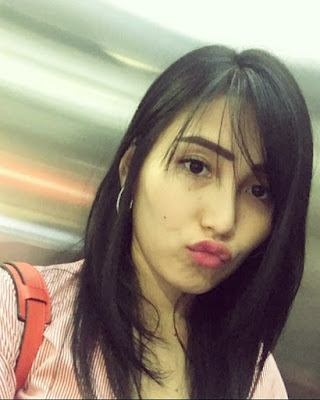 artis manis dan seksi Cewek IGO Selfie Duck Face Bibir Monyong Cantik