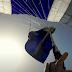 Η αγωνιώδης προσπάθεια αλεξιπτωτιστή να ξεμπερδέψει το αλεξίπτωτο κατά τη διάρκεια ελεύθερης πτώσης[video]