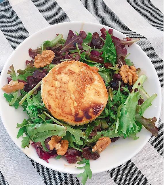 Goat cheese salad / Ensalada de queso de cabra