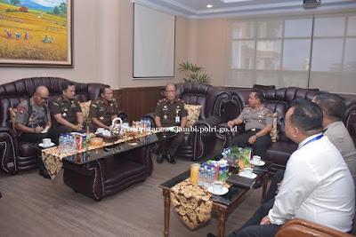 Kapolda Didampingi Direskrimum Polda Jambi Sambut Kunjungan Kerja Wakajati Jambi