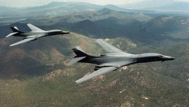 Aviones de guerra de EU sobrevuelan costas de Corea del Norte.