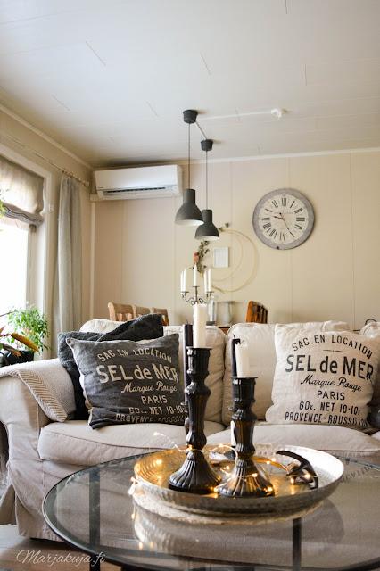 syksy syksyisempi sisustus kynttilä kynttilänjalka asetelma olohuone olohuoneen sisustus ikea vittjö ektorp tyyny H&M skandinaavinen koti