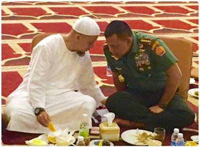 KH Hasyim Muzadi berpesan agar TNI dan ulama bersatu