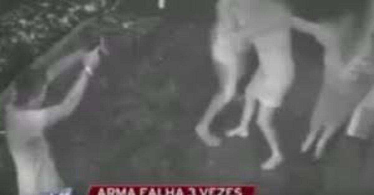 Mulheres oram durante assalto e arma de bandido falha 3 vezes