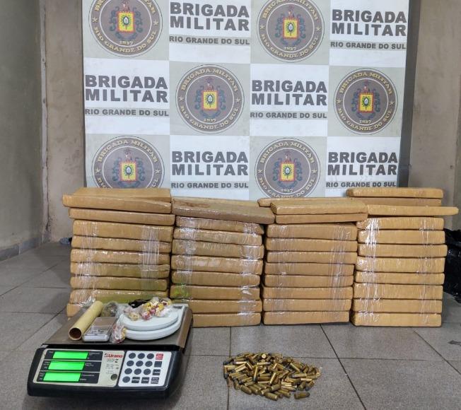 Brigada Militar apreende mais de 80 Kg de drogas no Jardim do Bosque em Cachoeirinha