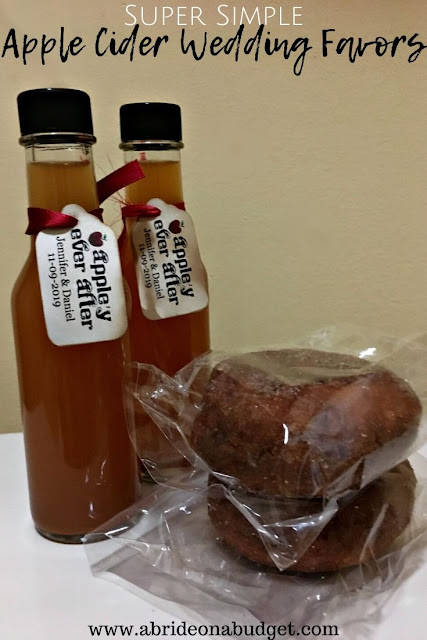 Apple Cider Wedding Favors are perfect for fall weddings. Find out what to include in this Super Simple Apple Cider Wedding Favors post on www.drugstoredivas.net.