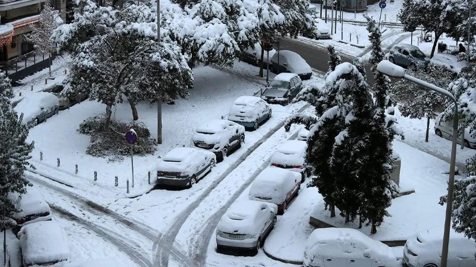 Στα λευκά το κέντρο της Αθήνας: «Μείνετε σπίτια σας έως τις 10:00» λέει η Πολιτική Προστασία - Προβλήματα στους δρόμους