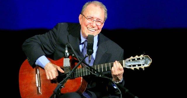 Morre João Gilberto, cantor e compositor, aos 88 anos