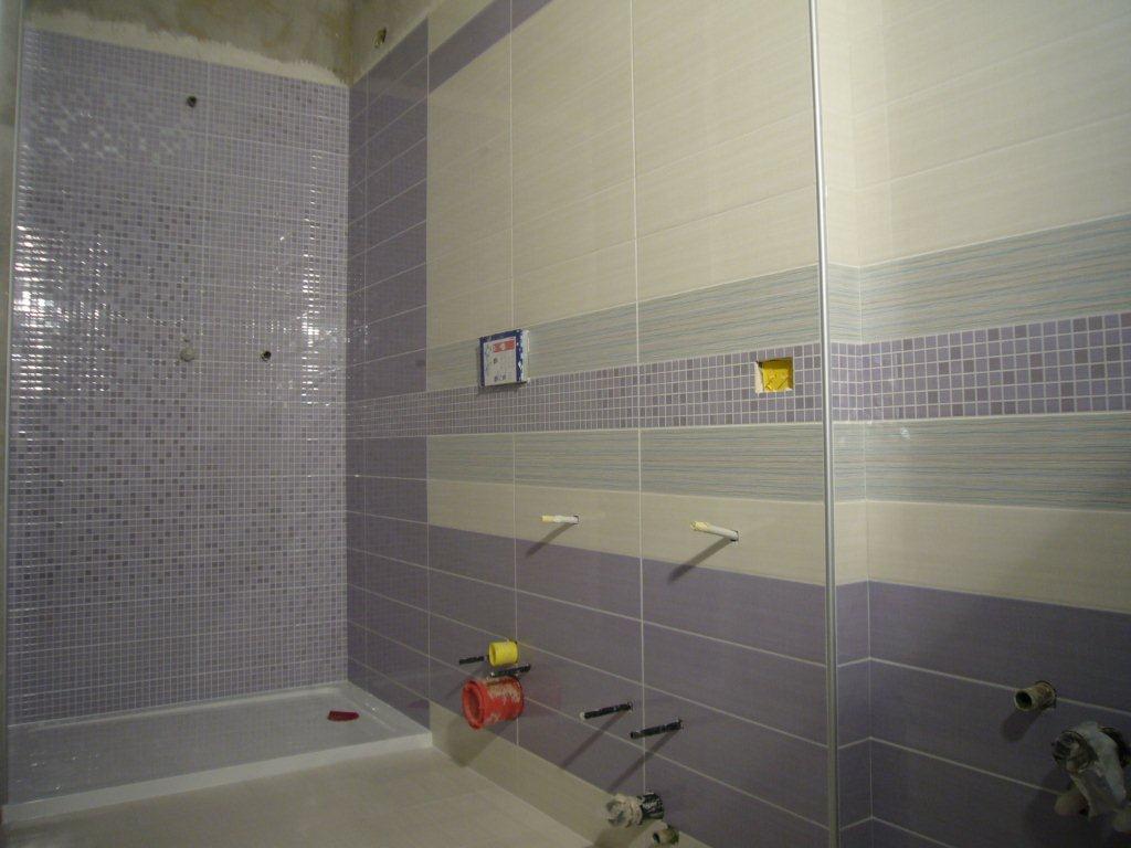 Piastrelle per bagno con greca arredare con le piastrelle