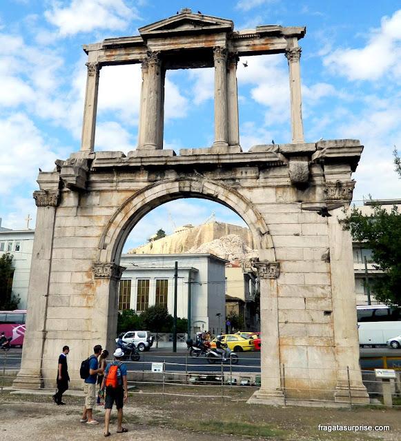 Arco de Adriano, ao lado do Templo de Zeus Olímpico, Atenas