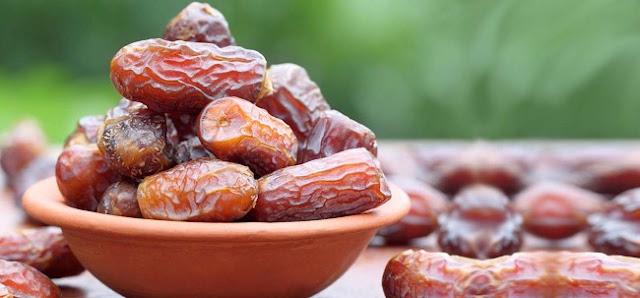 ماذا يحصل بجسمك إن أكلت حبتين من التمر يوميا؟