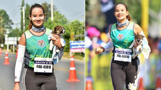 Во время марафона спортсменка увидела одинокого щенка. Она взяла малыша в руки и пробежала оставшиеся 30 км с ним!