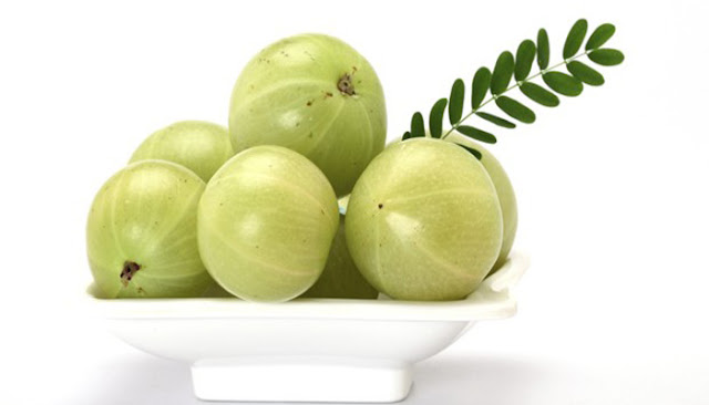 Health Benefits & Nutritional Values Of Gooseberry Amla in Winter