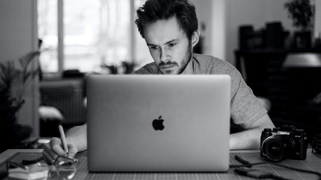 Hire freelance UIUX designer