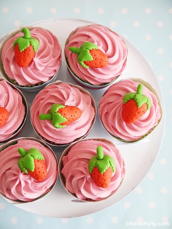 Strawberry Cupcakes & DIY Fondant Strawberry Toppers - BirdsParty.com