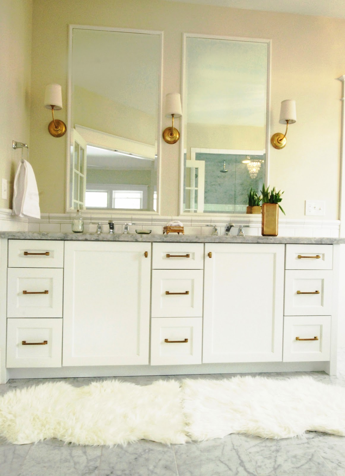 WHITE + GOLD: HOW TO MIX METALS - THE BATHROOM