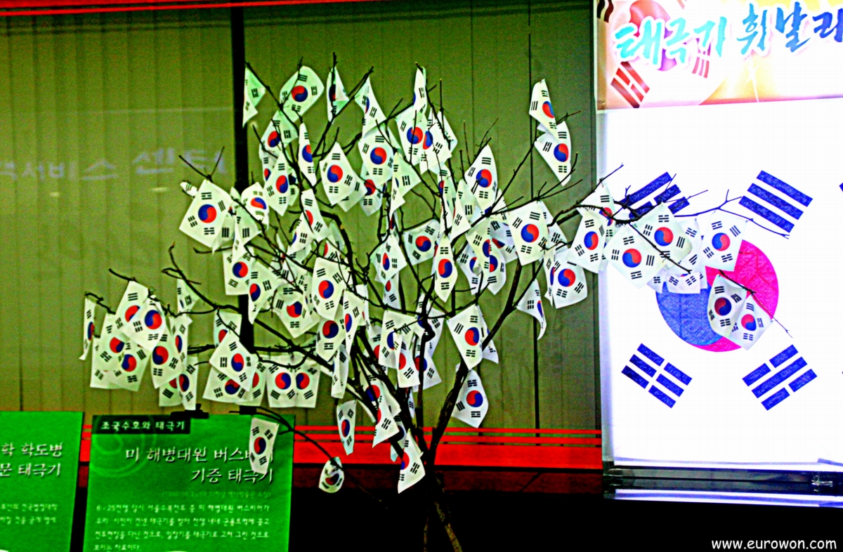 Árbol de banderitas surcoreanas