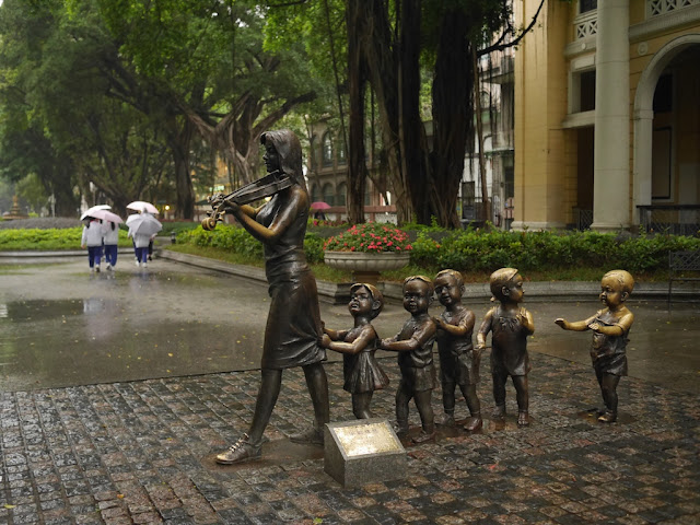sculpture of children following a woman playing a violin in Guangzhou, China