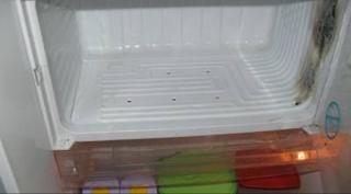 Bak frezzer bahaya apabila di masukan air panas