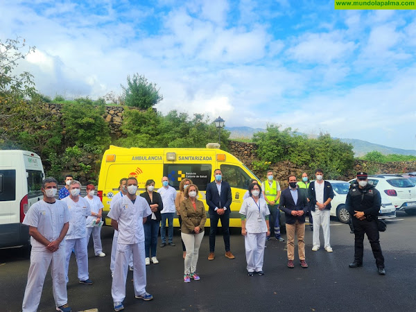 La usuaria del Centro Residencial Nina Jaubert Carmen Cisnero Pastor es la primera persona de La Palma en recibir la vacuna contra la COVID-19