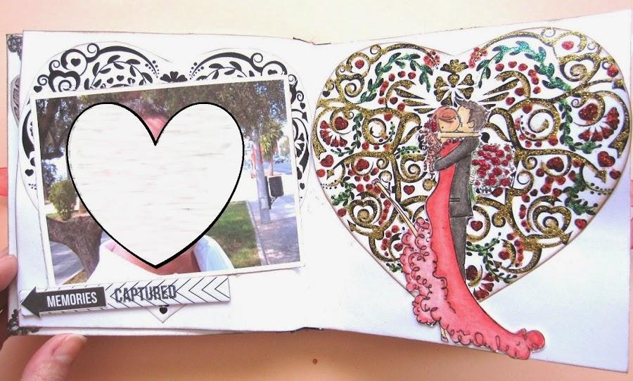 foto 10 decoración interior LOVE mini-álbum a la izquierda mat en forma de corazón y foto y a la derecha corazón decorado con glitter glue e imagen de pareja besándose de Stamping Bella