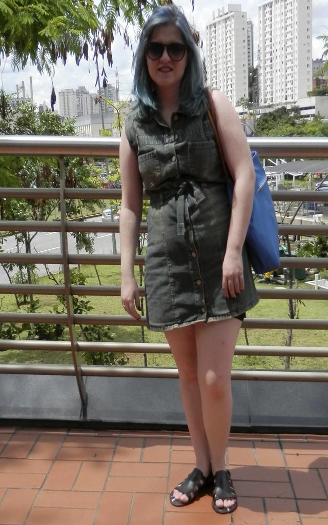 Look: Vestido de botões frontais com melissa boemia