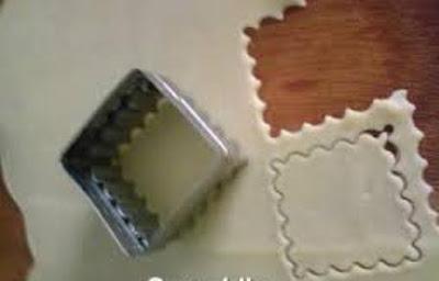 مربعات البيتزا بالتونة والجبن