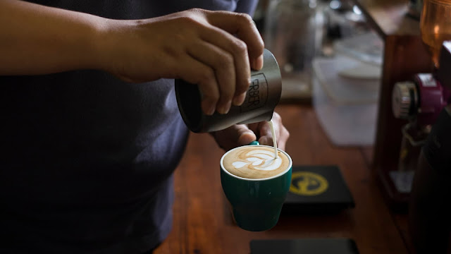 Erber Coffee, Tempat Ngopi dengan Konsep Industrial
