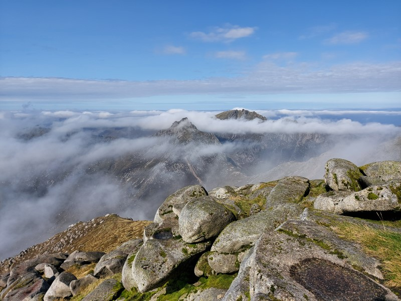 Cloudy views of the surroundings mountains from the top of Goatfell