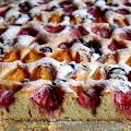 Domowe ciasto z owocami lata