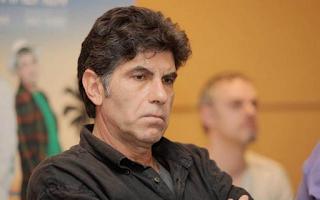 Γιάννης Μπέζος: Πανικόβλητοι ψηφοφόροι ψηφίζουν όποιον ανόητο βγαίνει σε τηλεόραση και ραδιόφωνο