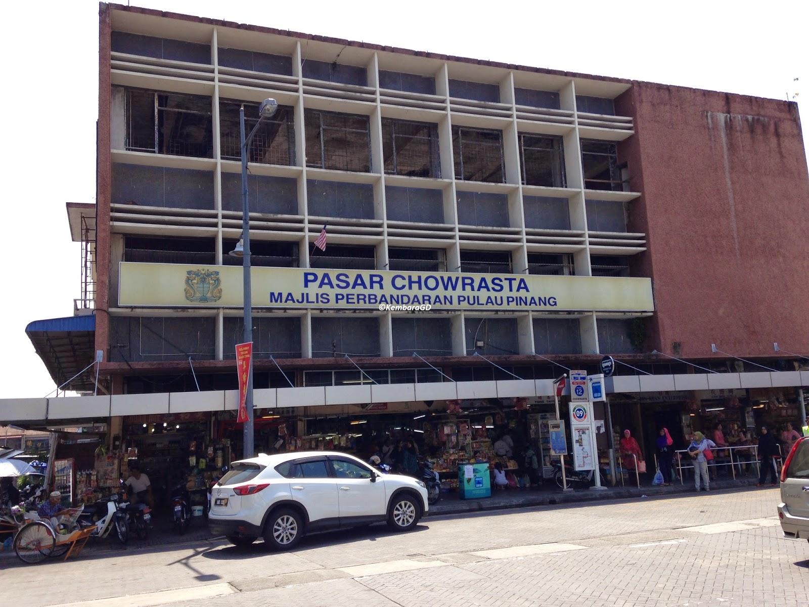 Selepas pasar Chowrasta ini menuju ke KOMTAR terdapat banyak kedai kedai yang menjual pakaian terutama kemeja T Di sini lebih murah sehingga terdapat