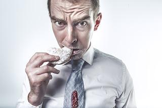 Suka Mengkonsumsi Makanan Manis Bisa Menyebabkan Perut Buncit