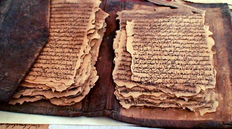 Partes de um manuscrito antigo em aramaico