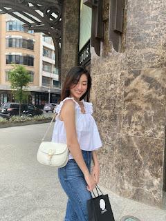 Hoa hậu Lương Thùy Linh diện áo hai dây baby doll bánh bèo dạo phố phường