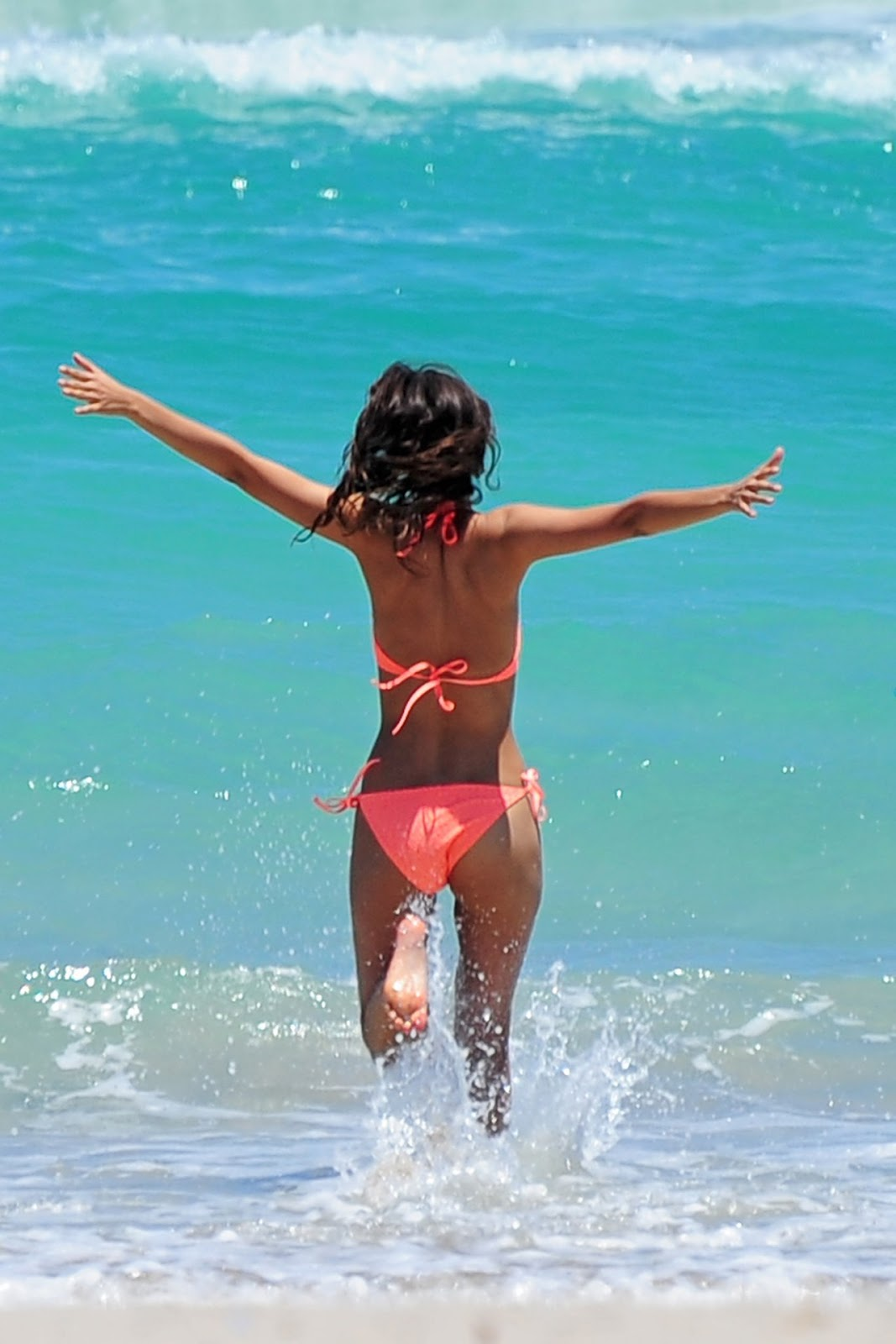 Victoria Justice flaunts bikini body in Fort Lauderdale