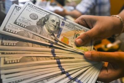 Dólar fecha pela 1ª vez acima de R$ 5