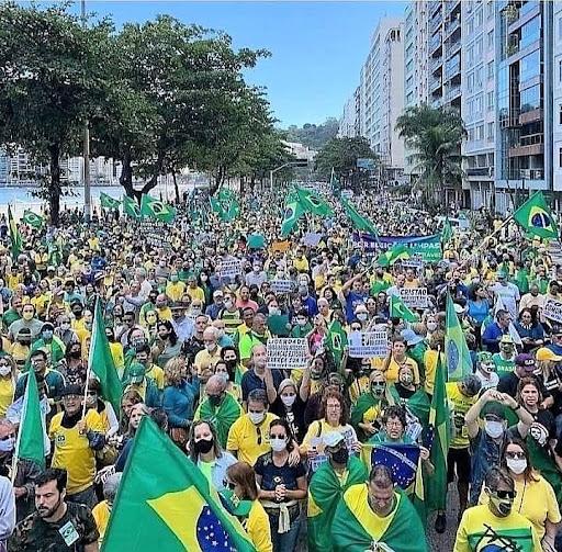 Brasileiros vão às ruas por voto 'impresso'
